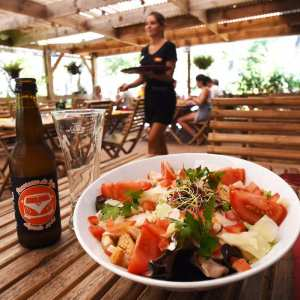 Salade à la terrasse de la brasserie