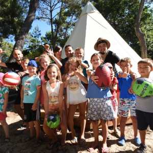 Groupe enfants club vacances camping tipi bassin arcachon