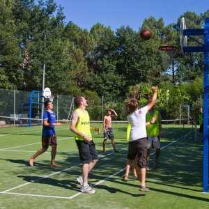 Terrain multisport match de basket camping panorama du pyla