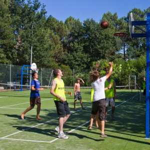 Basket au terrain multisports